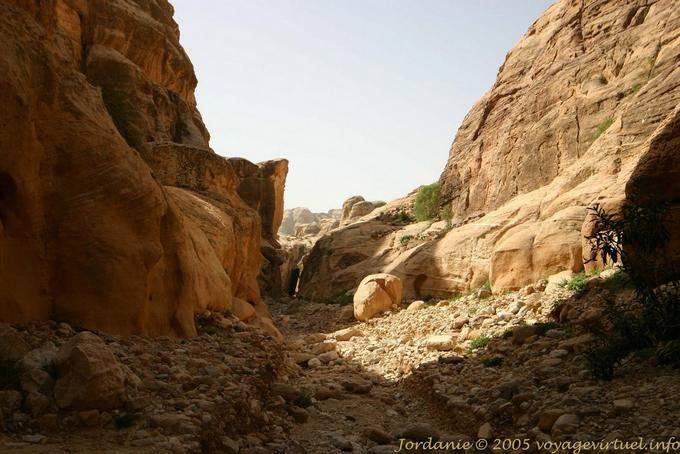 petra-wadi-el-metaha_166