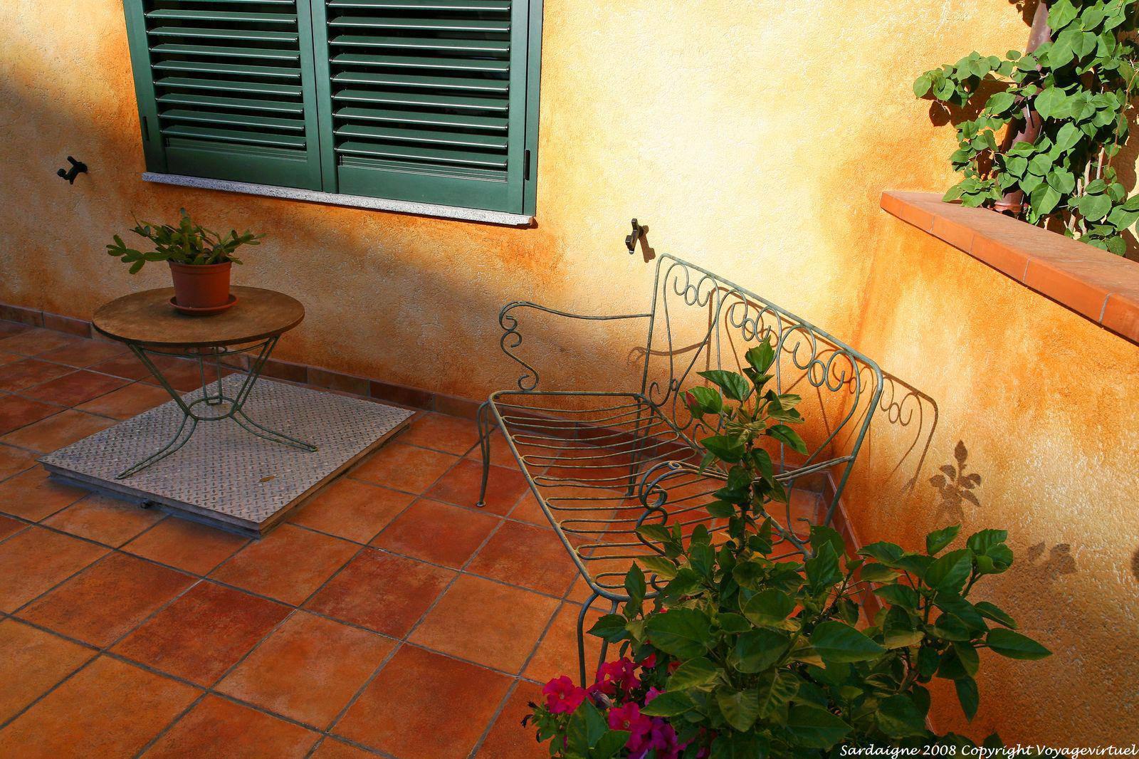 Luogosanto via san trano arredamento balconcino sardegna for Arredamento sardegna