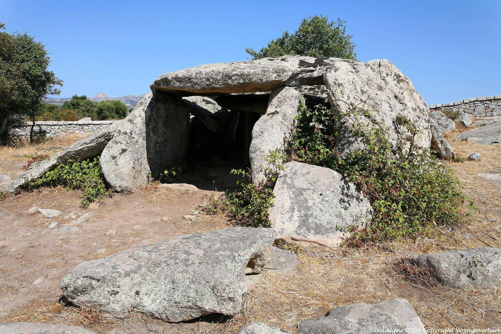 Luras Dolmen Ladas - Sardegna